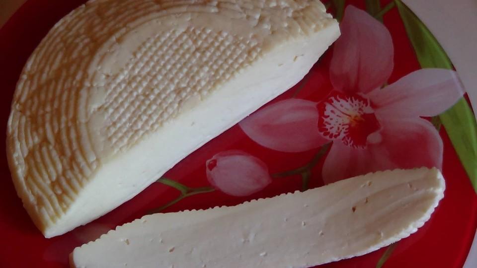 Сыр копчёный адыгейский.